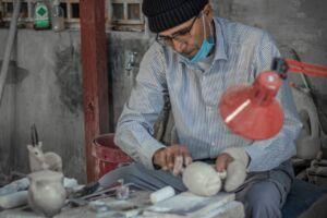 سنگ تراشی، تنها بخشی از ذوق هنری استاد شیخ احمد باور